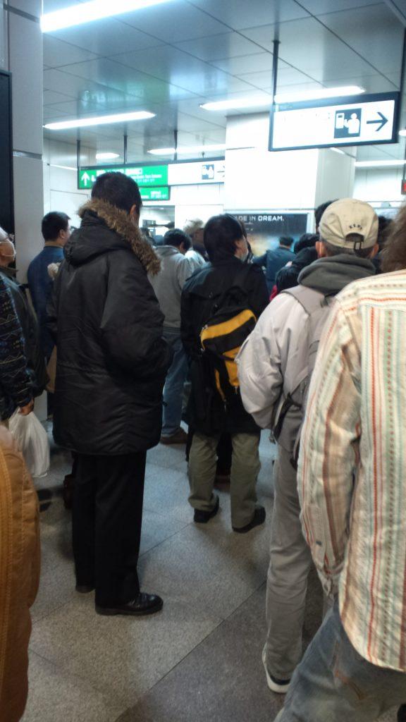 東日本大震災当日の16時5分、秋葉原駅の様子